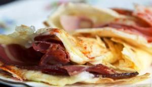 Crepes-de-Mozzrella-Bondiola-Salame-apto-para-celíacos-El-Portal-del-Chacinado-2
